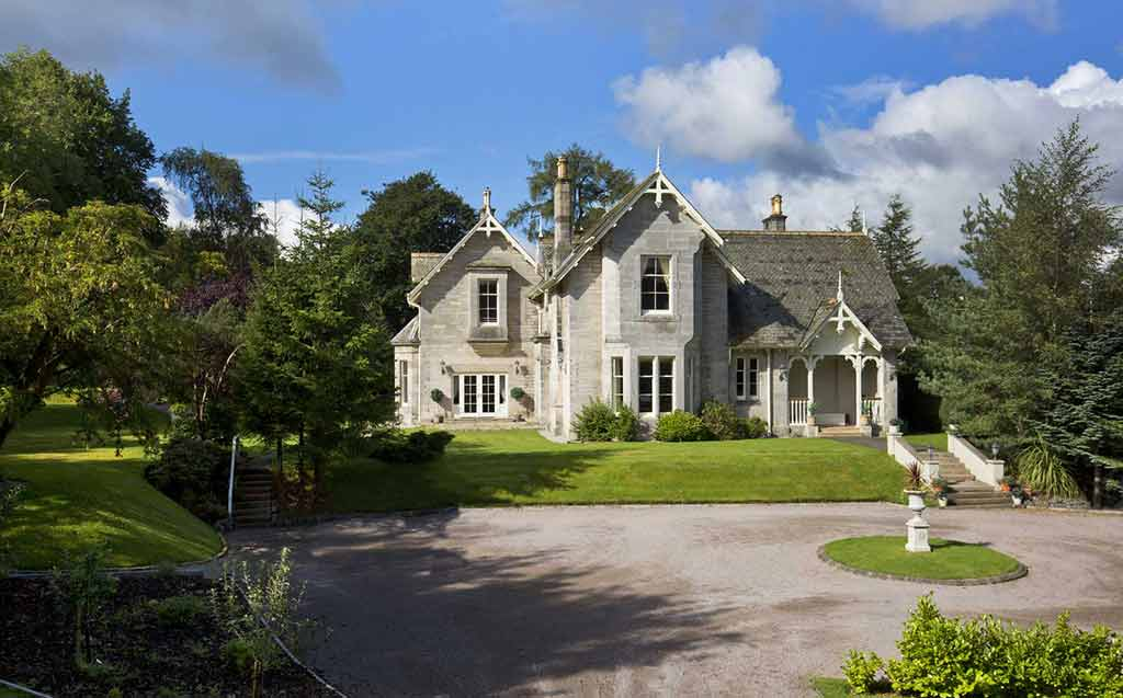 Fly Fishing, accommodation, Scottish Borders, Peebles, River Tweed, Fishing Guide, 5 star accommodation, thistle awards, near Edinburgh, rural, Alba Game Fishing